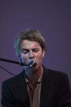 Tom Odell Photos Photos - Singer Tom Odell performs on stage at Sony Music on…