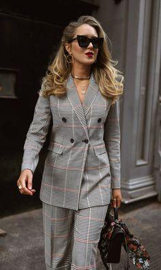 15 Ideas Fashion Style Hijab Statement Necklaces For 2019 Mens Fashion Blazer, Suit Fashion, Pink Fashion, Fashion Outfits, Womens Fashion, Fashion Trends, Business Attire, Business Fashion, Classy Outfits