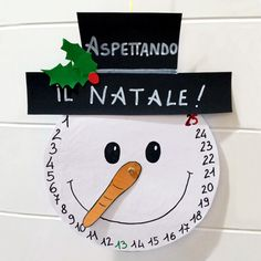 Eccoci anche noi con il nostro primo post in tema natalizio. Solitamente partiamo in anticipo, ma questa volta abbiamo lasciato aprire le. Christmas Activities, Christmas Crafts For Kids, Christmas Projects, Kids Christmas, Holiday Crafts, Christmas Ornaments, Christmas Clock, Christmas Makes, Xmas Decorations