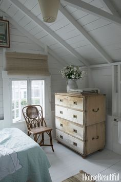Nantucket Style Chic Design Inspiration & House Exteriors Sweet and simple cottage style bedroom in a Nantucket cottage. COME TOUR MORE Nantucket Style Chic & Summer Vibes! Nantucket Cottage, Cottage Style Bedrooms, Cottage Interiors, Cottage Decor, Home, Beach Cottage Style, Beach Cottage Decor, Home Decor, Coastal Bedrooms
