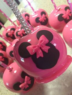 Custom Minnie Mouse candy apples with custom bling sticks! Custom Minnie Mouse candy apples with custom bling sticks! Chocolate Apples, Chocolate Covered, Caramel Apples, Minnie Mouse Baby Shower, Minnie Mouse Party, Minnie Mouse Cookies, Pink Minnie, Mouse Cake, Mickey Mouse