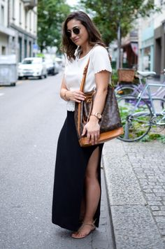 Typical street style look, casual, comfortable and chic. Jessica Ricks, Street Style Looks, Outfit Of The Day, Summer Outfits, Louis Vuitton, Chic, Casual, Skirts, How To Wear
