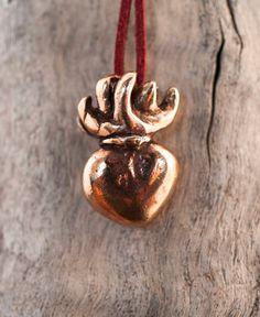 cuore sacro // ciondolo in bronzo // fatto di AntiqueJewelryDesign