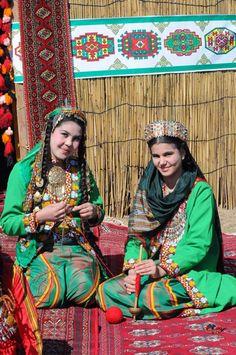 Туркменистан R1 (M173) (37%) Цитата: - новые исследования установили, что разнообразие субкладов данной гаплогруппы увеличивается по мере движения на восток, что скорее говорит о восточном происхождении данной гаплогруппы. Ряд современных генетиков полагают, что R1b зародилась в Центральной или Западной Азии. Если это так, то как объяснить, что из тюркских народов только у туркмен и башкир такой большой процент данной гаплогруппы.