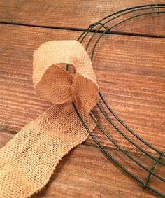 Wanting to know how to make a burlap wreath the easy way? Be sure to check out this post with an easy step by step tutorial on how to DIY a burlap wreath with burlap ribbon and pipe cleaners! This burlap wreath is an easy DIY craft to spruce up your home decor! Ribbon Wreath Tutorial, Burlap Ribbon Wreaths, Easy Burlap Wreath, Fabric Wreath, Burlap Crafts, Wreath Crafts, Deco Mesh Wreaths, Diy Wreath, Wreath Making