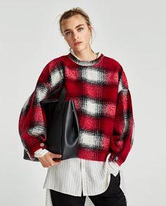 ZARA - MUJER - MINI SHOPPER BLANDO REVERSIBLE Bell Sleeves, Bell Sleeve Top, Zara Bags, Color Negra, Pullover, Mini, Sweaters, Tops, Women