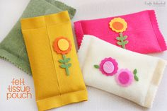 Need a simple project to whip up for a Mother's Day gift? Carry those tissues in style with these DIY felt pouch tissue holders - functional & easy too!