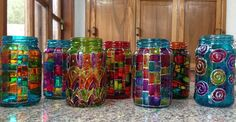 Obra de Mandalas y Zentangles By Paula ♥ Frascos pintados con laca vitral. Crafts With Glass Jars, Glass Bottle Crafts, Wine Bottle Art, Painted Wine Bottles, Diy Bottle, Painted Wine Glasses, Mason Jar Crafts, Glass Bottles, Paint Bottles