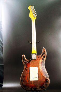 Model 1959 HSHSelected Alder BodyNitro Finish with Heavy RelicCanadian Maple NeckAAA Indian Rosewood FretboardJumbo FretsBone NutBridge Pickup 10S SignalMiddle Pickup Custom Shop Fat 50'sNeck Pickup 10S SignalRelic HardwareControls 1 Volume, 2 ToneElectronics 5-Way SwitchDesign your own Guitar, S...