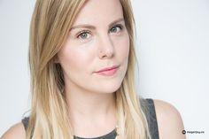 Glossier Liquid Foil Liner: Makeup by Emily Weiss.  #foiledliner #goldliner #glossier