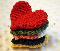 Free Pattern for crochet hearts Going to make a few on a necklace for the little Princess
