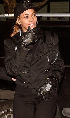 Beyoncé and Blue Ivy dressed as Janet & Michael Jackson.