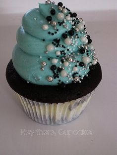 A beautiful masterpiece of a cupcake- not like I can copy it.  But it might work to use the design later