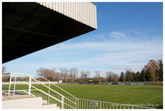 fotbalový stadion (2 hřiště - umělá a přírodní tráva)