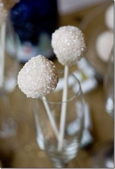 Pink Champagne Cake Pops - Cake pops you would love to taste and that will tempt you to new adventures in the baking area! More at http://glamshelf.com
