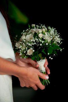 ramo romantico de rositas spray y gypsophila #ramo #romantico #rositas https://www.facebook.com/RamosYTocadosMariaInesMurguiondo