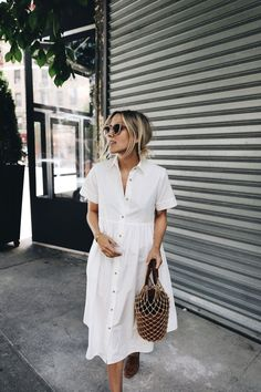 Damsel in Dior - Little White Dress, White shirtdress, straw bag, sandals, perfect spring or summer casual outfit Vestidos Vintage, Spring Summer Fashion, Spring Outfits, Spring Wear, Spring Clothes, Spring Style, Outfit Summer, Casual Summer Fashion, Fashion Moda