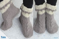 Knit gammlos: free instructions for comfortable slippers - Talu. Knit without knitting: free instructions for comfortable slippers – Talu. Knitted Booties, Knitted Coat, Knitted Gloves, Knitting Socks, Free Knitting, Knit Slippers, Knit Socks, Knitting Designs, Knitting Patterns