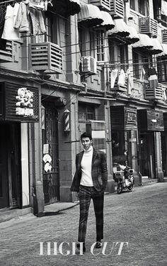 A clean shaven Cha Seung Won is the cover boy of the next issue of High Cut, and he headed to Shanghai, China for his shoot. Korean Wave, Korean Star, Cha Seung Won, Gentlemens Guide, Clean Shaven, Korean Entertainment, Someone Like You, Cover Model, Good Looking Men