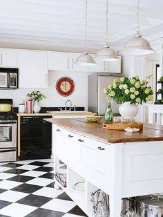 One more kitchen to round things out tonight. Crisp white & gorgeous lighting :) #design #kitchen #moderndecor
