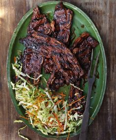 This restaurant classic is infused with plenty of sweet, salty, hot and tangy flavors. You need to marinate the ribs overnight, but after that, nothing takes much time: the ribs spend hardly any ti. Meat Recipes, Asian Recipes, Dinner Recipes, Cooking Recipes, Healthy Recipes, I Love Food, Good Food, Yummy Food, Pork Dishes