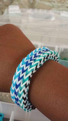 Monster loom triple fishtail bracelet Monster Tail, Fishtail Bracelet, Rainbow Loom Creations, Loom Bands, Loom Bracelets, Rubber Bands, Craft Ideas, Kit, Storage