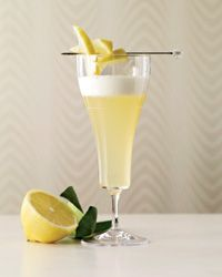 Jasmine Gin Fizz. #food #drinks #cocktails