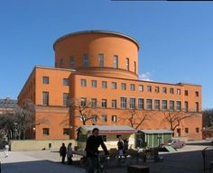 The west facade of the Stockholm Public Library. Photo from Wikimedia Commons.
