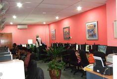 Ufficio Moderno Xela : Internet cafe design bare to the wainscot; even were it still