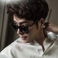 . Jonghyun-Hong wears PIETA . . #gentlemonster #sunglasses #2015ss #pieta #bnt화보 #model #홍종현 #선글라스 #젠틀몬스터