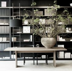 French Home Interior Built-in shelving ideas. See the complete list at Sweeten.French Home Interior Built-in shelving ideas. See the complete list at Sweeten. Interior Architecture, Interior And Exterior, Room Interior, Home Office Design, House Design, Casa Loft, Interior Decorating, Interior Design, Built In Shelves