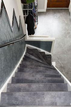 Leer geeft je trap een stoere, exclusieve uitstraling. Maak van je trap een echte eyecatcher! Decor: Off-Black foto: Barbara Kieboom