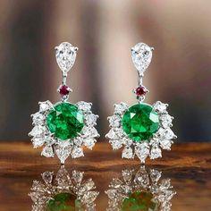 By @gubelinofficial #diamonds #emeralds #ruby #earrings #mm_mucevhermagazin