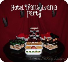 Have a Hotel Transylvania movie party this year featuring an inflatable movie screen! - A unique movie night theming idea from Southern Outdoor Cinema. Hotel Transylvania Movie, Hotel Transylvania Birthday, 5th Birthday Party Ideas, Halloween Party Themes, Halloween Movie Night, Holidays Halloween, Minnie Mouse Roja, Moana Bebe, Vampire Party