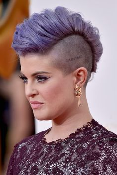 Pin for Later: See Every Dazzling Hair and Makeup Look From the Emmys Kelly Osbourne Kelly pumped up her mohawk haircut into a pompadour look for the Emmys red carpet, putting her edgy scalp tattoo on display. Kelly Osbourne, Short Punk Haircuts, Girl Haircuts, Fade Haircut, Pixie Haircut, Pelo Mohawk, Pixie Mohawk, Girl Mohawk, Mohawk Hairstyles For Women
