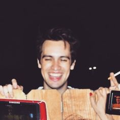 Cute and hot Brendon Urie of Panic! At The Disco smiling Vices & Virtues, Dallon Weekes, Big Forehead, Self Promo, Brendon Urie, Emo Boys, Panic! At The Disco, My Chemical Romance, Twenty One Pilots