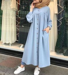 ✔ Discover the latest hijab fashion, hijab styles hijab tutorial. Stylish Dresses For Girls, Modest Dresses, Modest Outfits, Trendy Outfits, Girl Outfits, Street Hijab Fashion, Muslim Fashion, Fashion Outfits, Teen Fashion