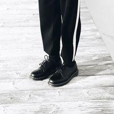 My new black and white ••• Algún que otro detalle de este lookbook, los zapatos que están super de moda. Un aspecto de los años 80 con toques modernos como el reloj!! De momento nuevos post en el blog!! // #bakealvarolooks