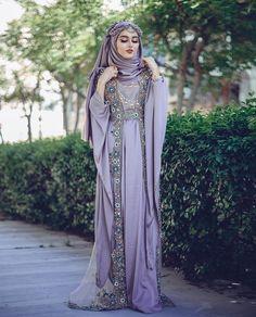 aviiy Muslim Wedding Dresses, Indian Gowns Dresses, Girls Dresses, Islamic Fashion, Muslim Fashion, Hijab Fashion, Fashion Beauty, Stylish Dress Designs, Stylish Dresses