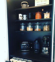 """Architect's Home in 🇫🇮 sanoo Instagramissa: """"Käsi ylös kenellä on aamiaiskaappi tai haaveilee siitä? Tämähän on varsinainen villitys tällä hetkellä ja löytyyhän se meidänkin keittiöstä…"""" Wooden Boxes, Liquor Cabinet, Storage, Furniture, Instagram, Home Decor, Wood Boxes, Purse Storage, Wooden Crates"""