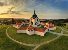The UNESCO Church of St John of Nepomuk on Zelena hora, Žďár nad Sázavou, Czechia Roman Kings, Central And Eastern Europe, West Home, Old Buildings, Beautiful Places To Visit, Heritage Site, Czech Republic, Travel Pictures, Around The Worlds