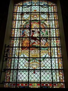 Luik -  Sint-Bartolomeüskerk. Deze kerk (La collégiale Saint-Barthélemy) is een romaanse kapittelkerk, gebouwd in de 11e/12e eeuw en gewijd aan Sint-Bartolomeüs. De kerk was er slecht aan toe aan het begin van onze eeuw, maar een ingrijpende restauratie van 1999/2005, zowel van buitenkant, interieur als van fundering heeft hem weer schitterend gemaakt! Foto G.J. Koppenaal - 7/12/2016.