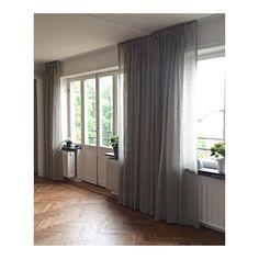 Grå inslag fortsätter att vara populärt för 2016.  Veckbandsvåder i tyg Moena färg 23, det var även det tyget vi sydde gardiner i till Continental Apartments.