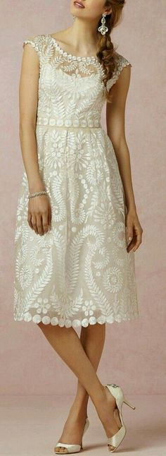 BHLDN Hanna dress - a sweet tea length wedding dress with gorgeous lace detail Bride Reception Dresses, Rehearsal Dinner Dresses, Wedding Gowns, Ivory Wedding, Rehearsal Dinners, Pretty Outfits, Beautiful Outfits, Lingerie Look, Lovely Dresses