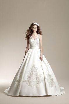 61504c63a89 Пышное свадебное свадебное платье с атласной юбкой. Основа корсетной ...