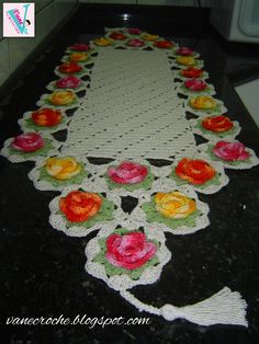 Vanecroche e patch: Caminho de Mesa croche com rosas coloridas