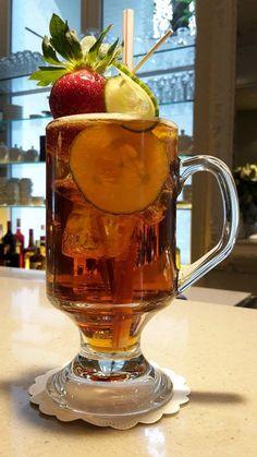 Cocktail van de maand in jazz bar 'The Duke' (#Hotel_Navarra_Brugge)  Pimm's Cup ... De traditionele drank op #Wimbledon. Een heerlijk, verfrissende, zomerse #cocktail bereid met #Pimm's N°1, Canady Dry Ginger Ale, komkommer en aardbei. Kom gerust eens proeven.  http://www.hotelnavarra.com/nl/info/101/Hotel-bar.html