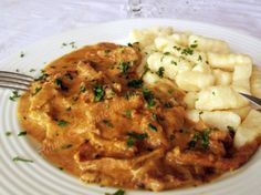 boeuf stroganoff 10 Romanian Food, Romanian Recipes, Carne, Risotto, Nom Nom, Good Food, Cooking Recipes, Meat, Chicken