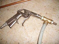Home-made sand blaster ile ilgili görsel sonucu Garage Tools, Garage Shop, Garage Workshop, Metal Projects, Welding Projects, Diy Sandblaster, 1001 Palettes, Tool Shop, Home Tools