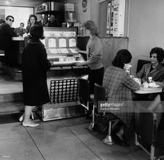 two-women-selecting-music-from-a-jukebox-in-a-coffee-bar-picture-id2665640 (1024×1000)